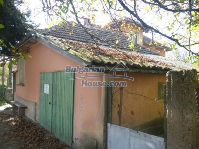 11673:6 - Solid maintained rural house near a river in Vratsa region