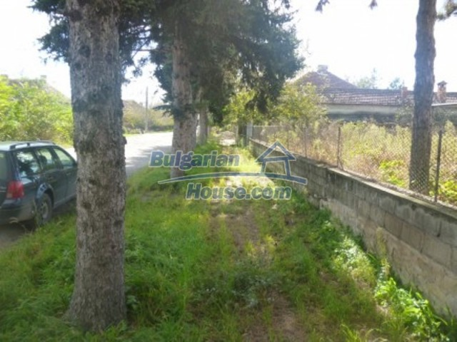 11673:9 - Solid maintained rural house near a river in Vratsa region