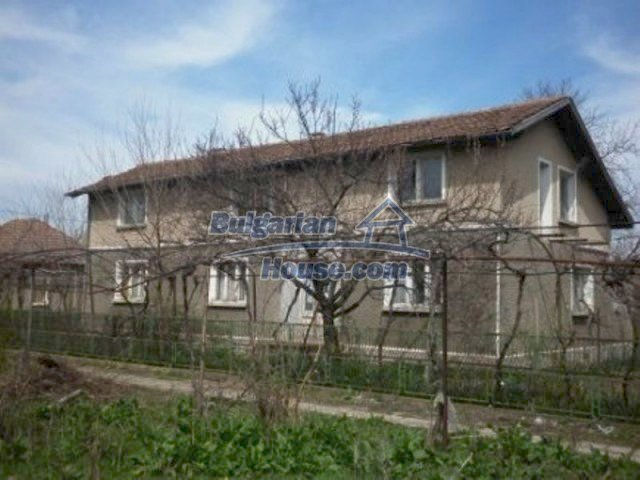 11680:1 - Very cheap large country house with a garden near Vratsa