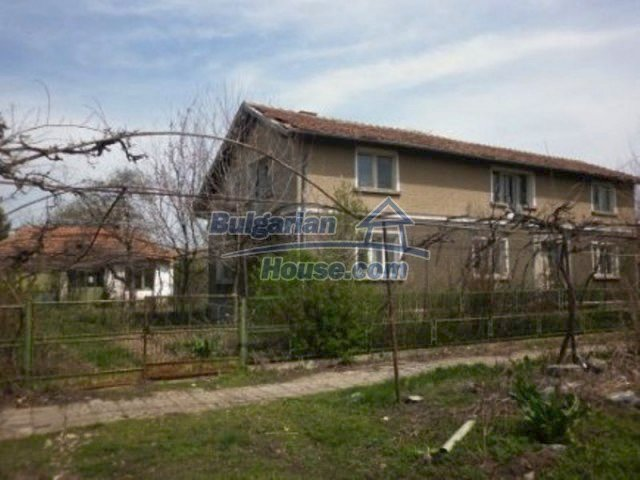 11680:2 - Very cheap large country house with a garden near Vratsa