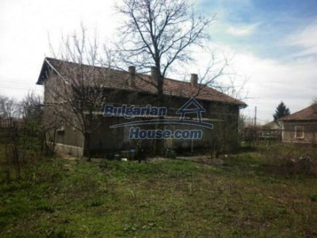 11680:3 - Very cheap large country house with a garden near Vratsa