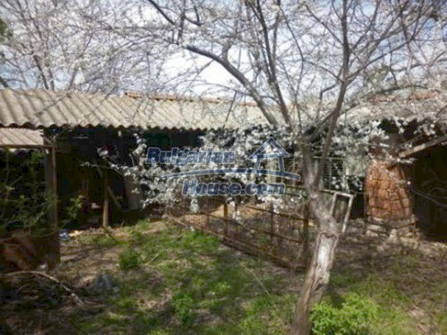 11680:15 - Very cheap large country house with a garden near Vratsa