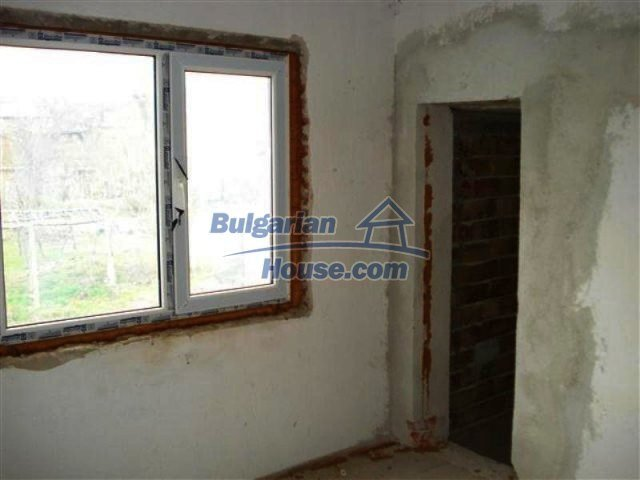11685:15 - Cheap rural house in an exceptionally nice Bulgarian countryside