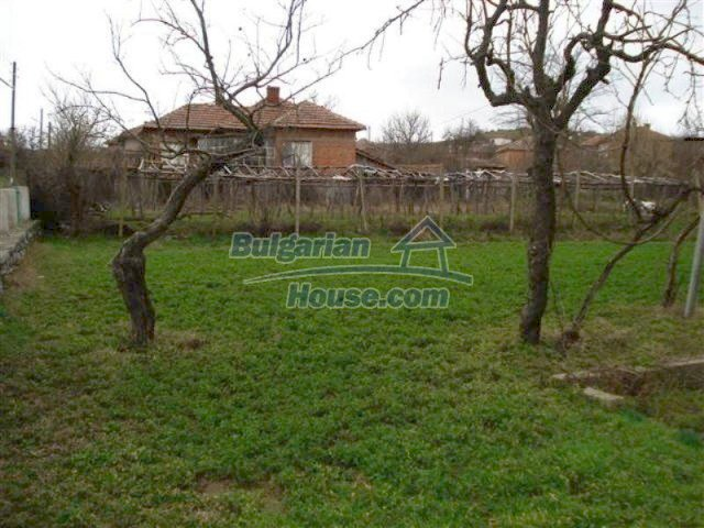 11685:22 - Cheap rural house in an exceptionally nice Bulgarian countryside