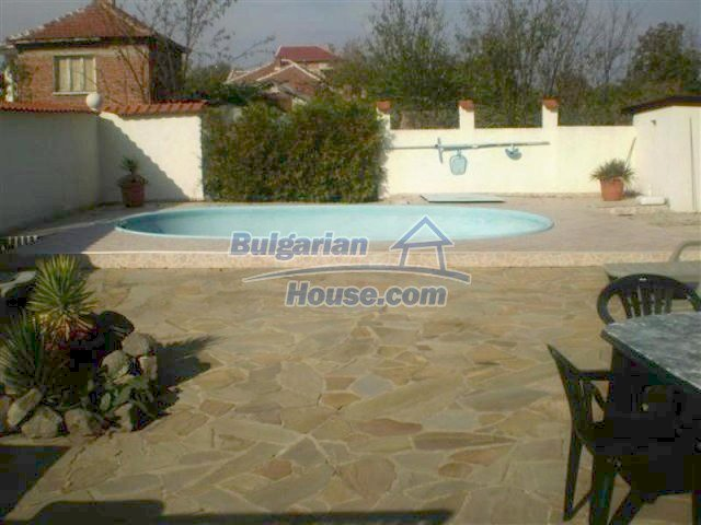 11687:6 - Pretty seaside house with a garden and a swimming pool - Bourgas