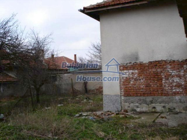 11692:5 - Well presented massive house 2 min drive from Yambol