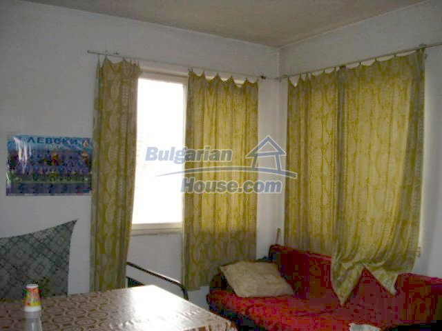11692:9 - Well presented massive house 2 min drive from Yambol