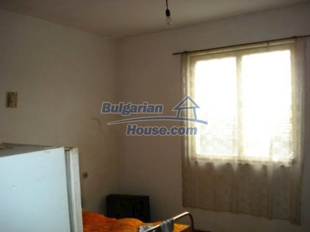 11692:10 - Well presented massive house 2 min drive from Yambol