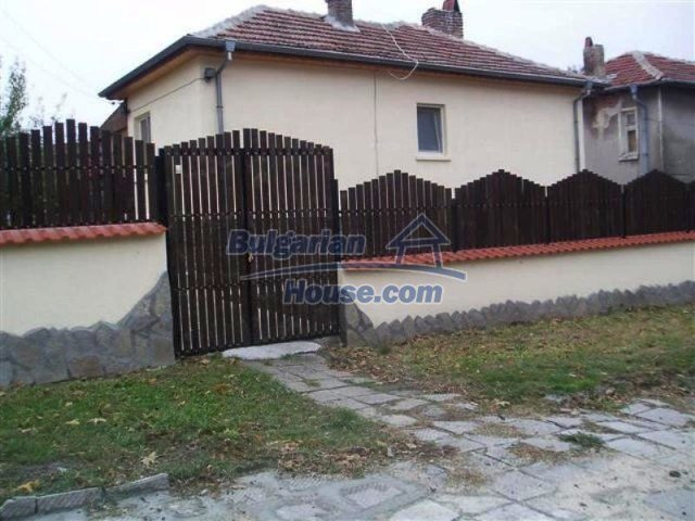 11700:23 - Two nice maintained houses with large plots of land near Elhovo