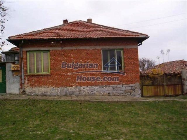11700:24 - Two nice maintained houses with large plots of land near Elhovo