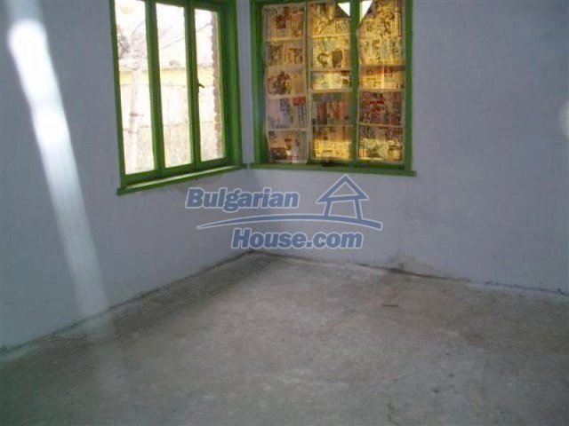 11700:26 - Two nice maintained houses with large plots of land near Elhovo