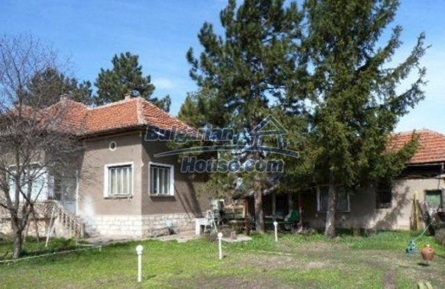11708:1 - Massive house 20 km from Danube River – lovely surroundings