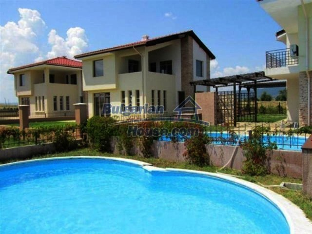 11726:14 - Variety of large and luxury seaside houses near Nessebar