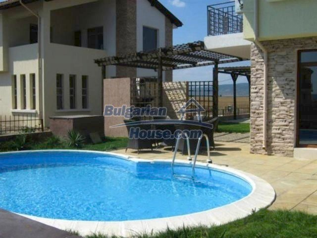 11726:27 - Variety of large and luxury seaside houses near Nessebar