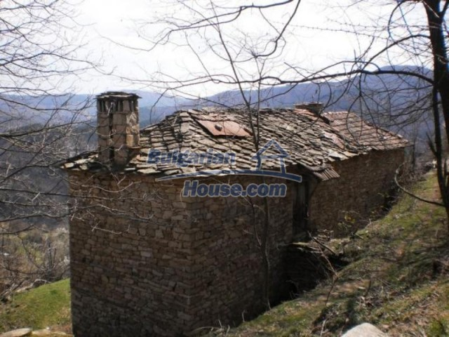 11739:11 - Sunny charming house in the mountains near Kardzhali