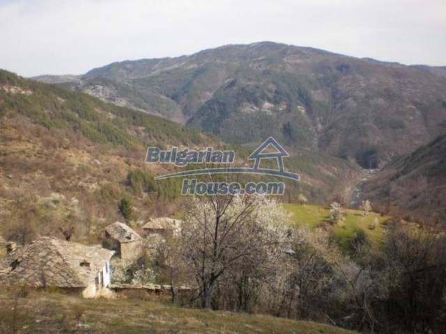 11739:20 - Sunny charming house in the mountains near Kardzhali