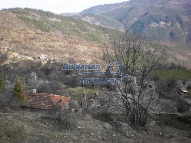 11739:21 - Sunny charming house in the mountains near Kardzhali