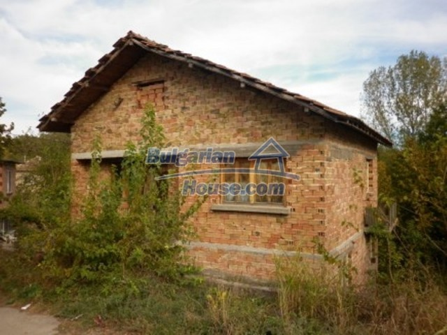 11748:1 - Spacious solid rural house with lovely surroundings near Vratsa