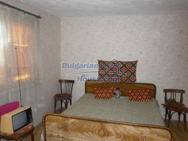 11748:12 - Spacious solid rural house with lovely surroundings near Vratsa