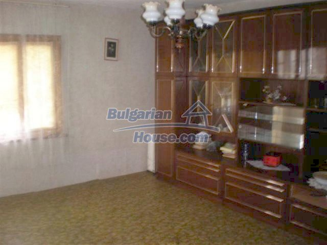 11751:11 - Massive well presented country house near Elhovo