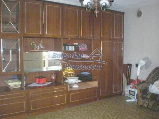 11751:12 - Massive well presented country house near Elhovo