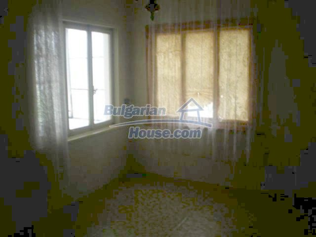 11751:14 - Massive well presented country house near Elhovo