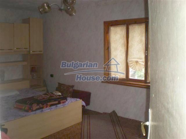 11751:15 - Massive well presented country house near Elhovo