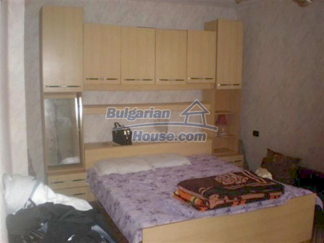 11751:16 - Massive well presented country house near Elhovo