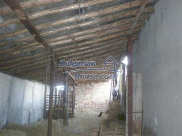 11751:22 - Massive well presented country house near Elhovo