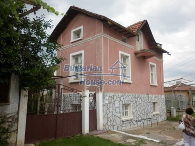 11774:2 - Sunny house with furniture and big garden - Vratsa