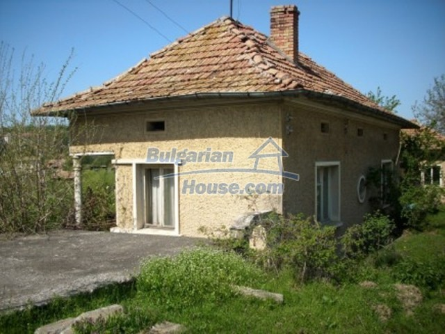 11775:1 - Massive rural house with workshops and large garden near Vratsa