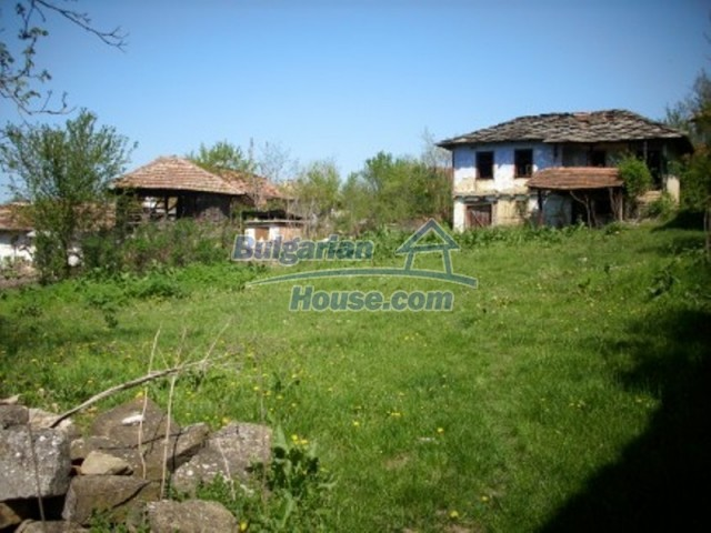 11775:16 - Massive rural house with workshops and large garden near Vratsa