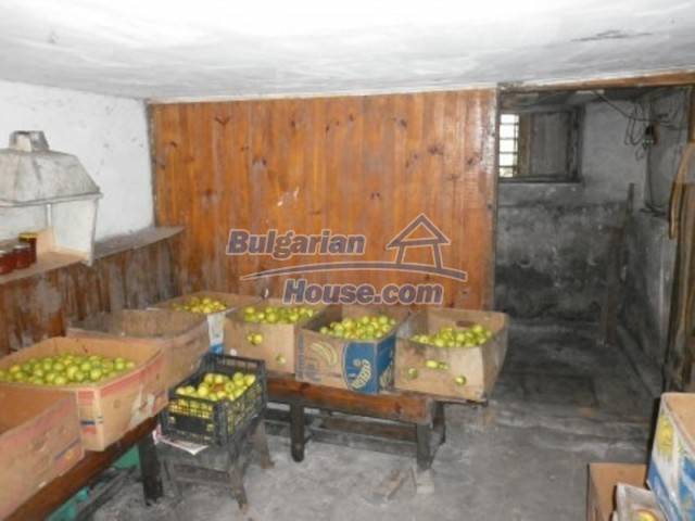 11795:10 - Functional house in the outskirts of Vratsa - nice mountain view