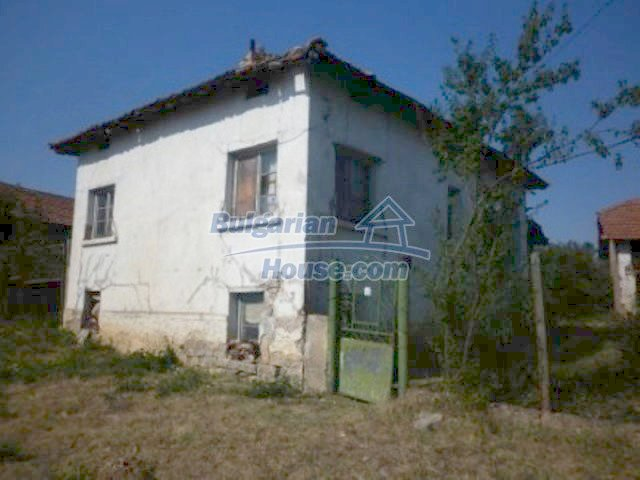 11809:3 - Rural house with a large garden at reduced price - Vratsa