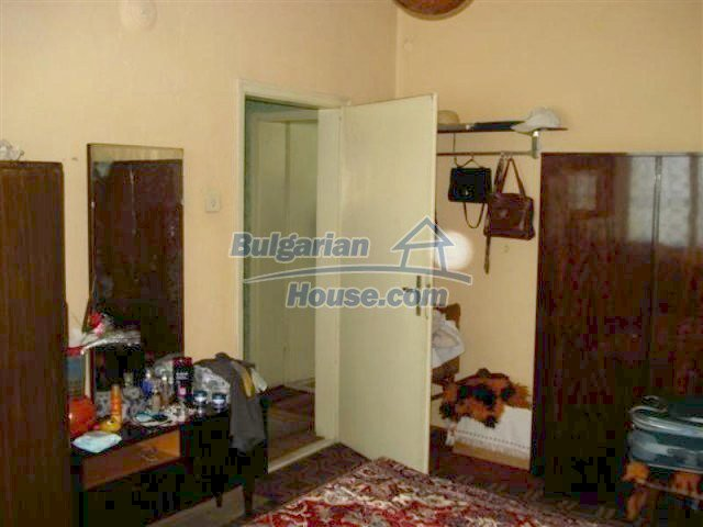 11813:5 - Ground floor with furniture and sunny garden in Elhovo