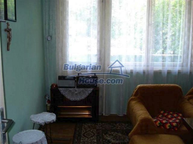 11813:8 - Ground floor with furniture and sunny garden in Elhovo