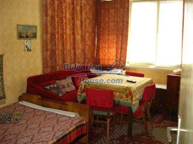 11813:11 - Ground floor with furniture and sunny garden in Elhovo