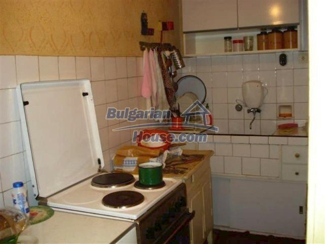 11813:13 - Ground floor with furniture and sunny garden in Elhovo