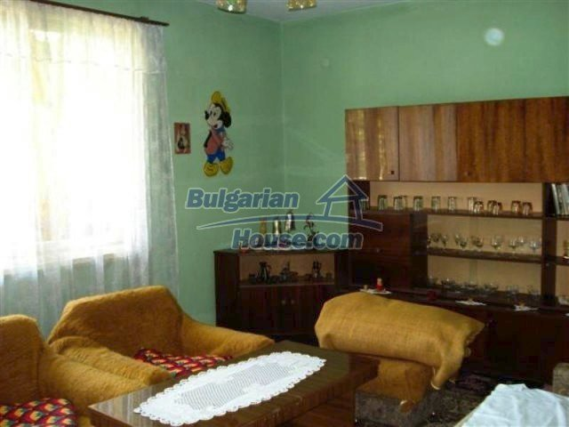 11813:9 - Ground floor with furniture and sunny garden in Elhovo