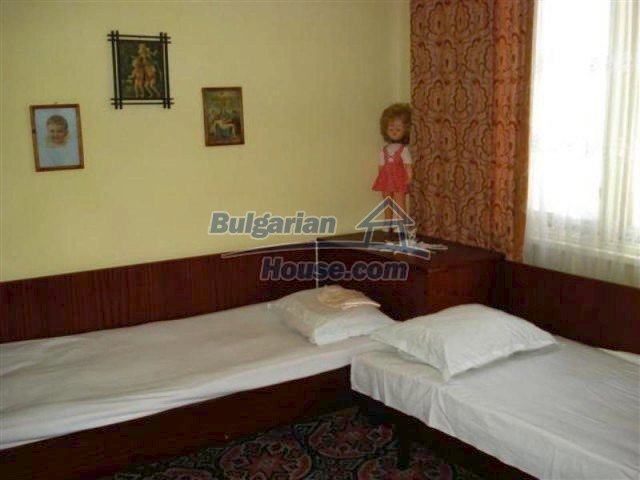 11813:10 - Ground floor with furniture and sunny garden in Elhovo