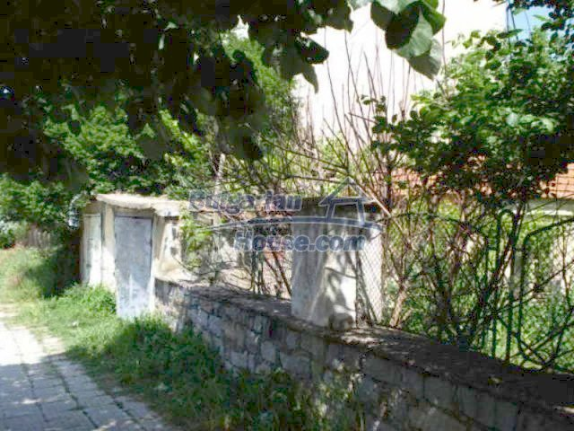 11817:3 - Cheap house near the town center of Elhovo – nice surroundings