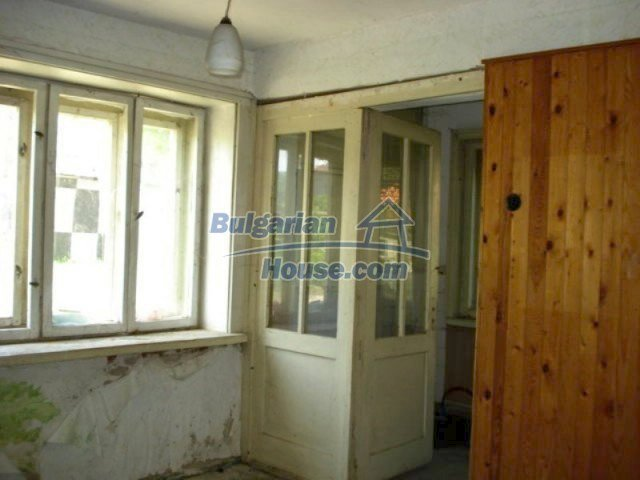 11817:8 - Cheap house near the town center of Elhovo – nice surroundings