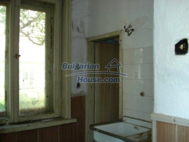 11817:9 - Cheap house near the town center of Elhovo – nice surroundings