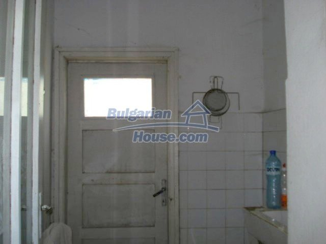 11817:18 - Cheap house near the town center of Elhovo – nice surroundings