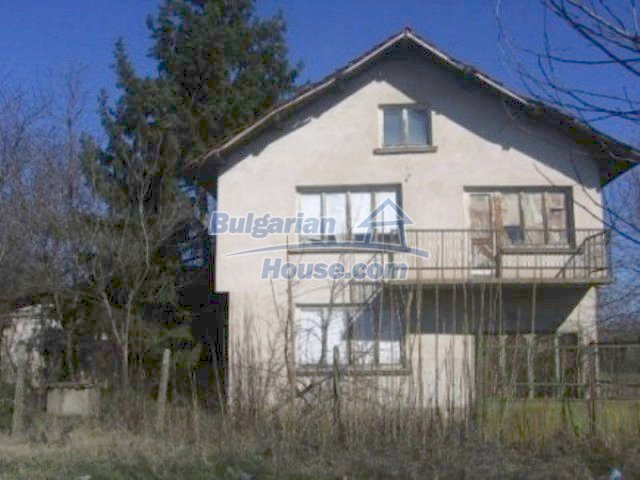 11834:1 - Splendid sunny house with large garden near Montana
