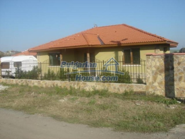 11837:1 - Exceptionally spacious seaside house in the village of Kamenar