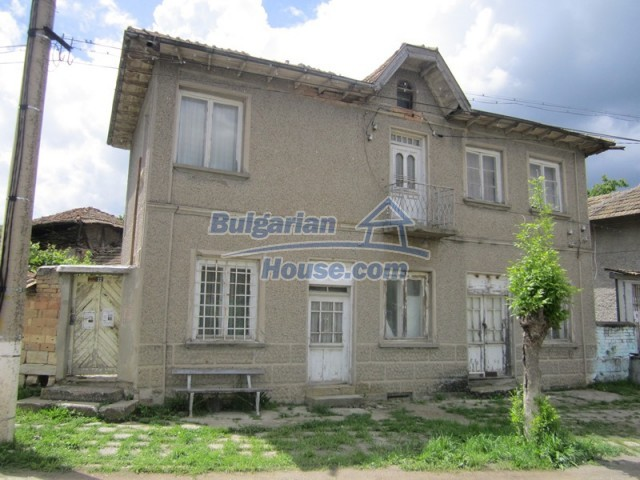 11838:1 - Spacious house in the pretty village of Voditsa, Popovo
