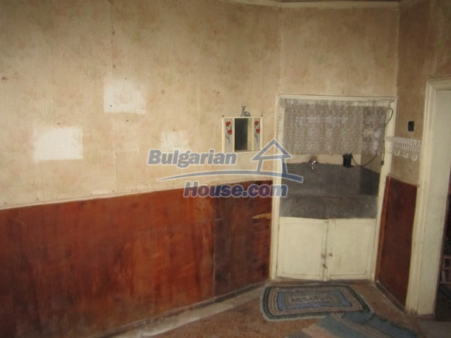 11838:35 - Spacious house in the pretty village of Voditsa, Popovo