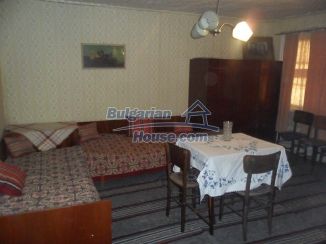 11838:49 - Spacious house in the pretty village of Voditsa, Popovo