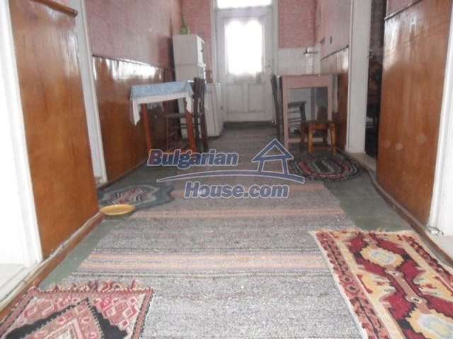 11838:50 - Spacious house in the pretty village of Voditsa, Popovo